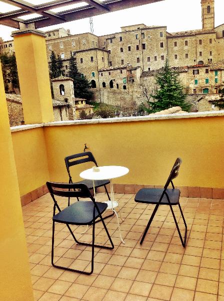terrace-breakfast